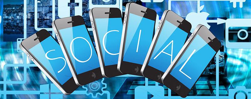 Up Sotry: Tool social media
